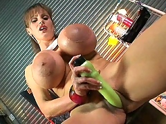Cindy Cupps fucks herself silly